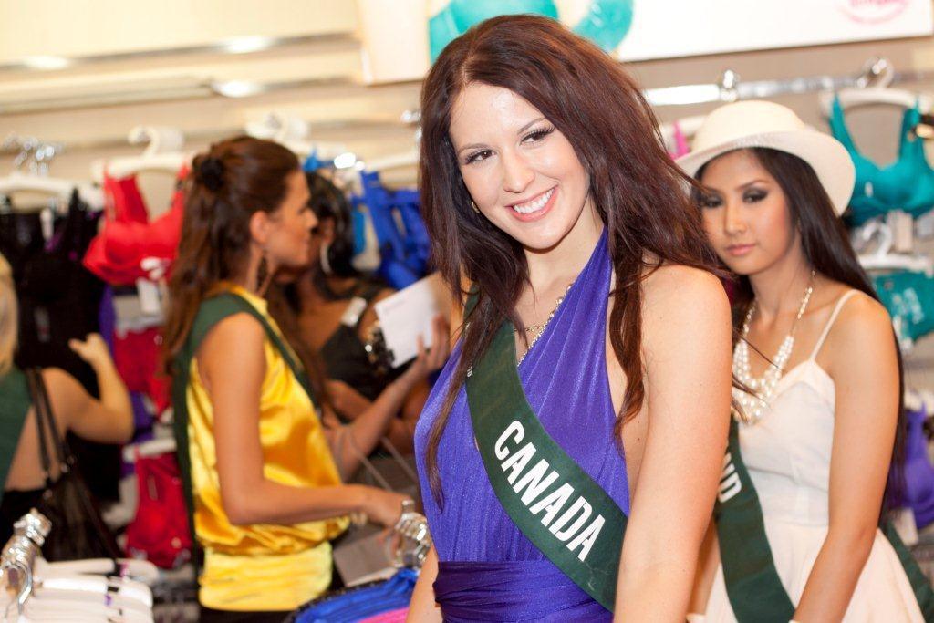 Công ty MaiSon hân hạnh đón chào các Hoa Hậu Trái Đất 2010 - 6