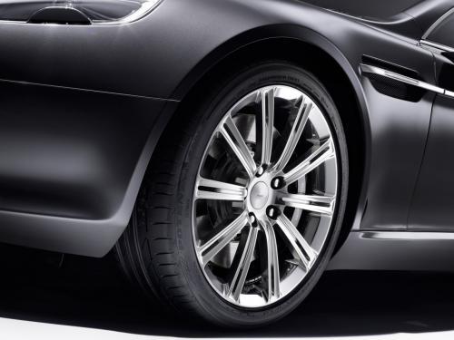 Aston Martin Rapide Luxe chiếc xe đáng để mơ - 3