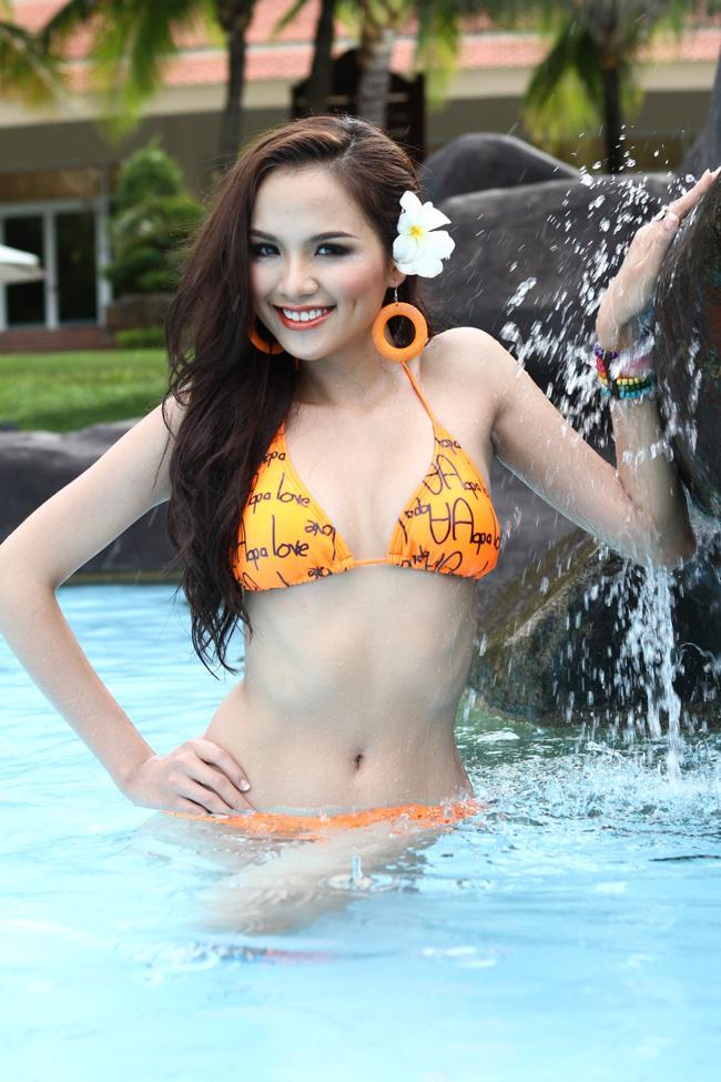 """Diễm Hương """"nghèo"""" bikini? - 4"""