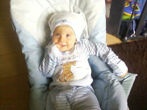 Hành hạ dã man bé trai 15 tháng tuổi - 1