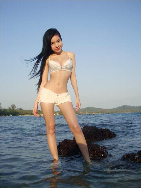 Elly Trần Hà khoe nội y sexy ở Trung Quốc - 4