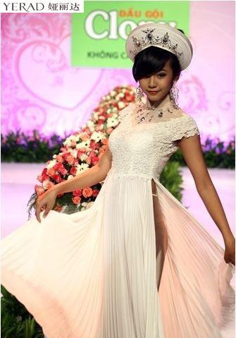 Elly Trần Hà khoe nội y sexy ở Trung Quốc - 14
