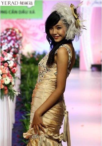 Elly Trần Hà khoe nội y sexy ở Trung Quốc - 15