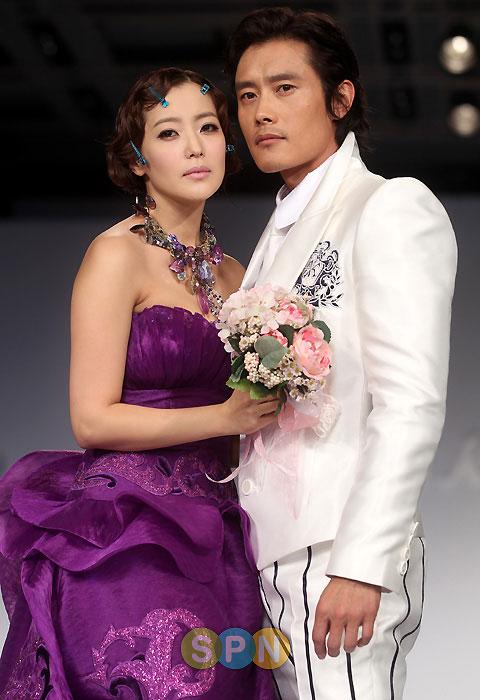 Kim Hee Sun khóc nức nở tại show áo cưới - 21