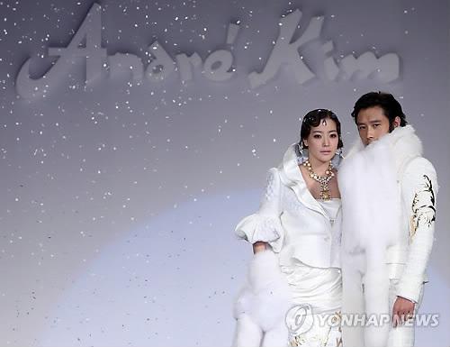Kim Hee Sun khóc nức nở tại show áo cưới - 18