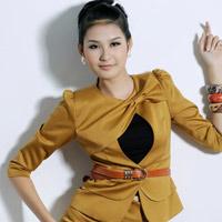 Tươi trẻ với vest điệu cho công sở Việt