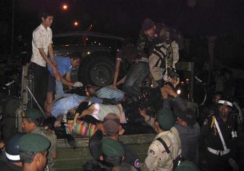 Toàn cảnh thảm họa ở Campuchia (Tổng hợp tin HOT 23/11) - 1