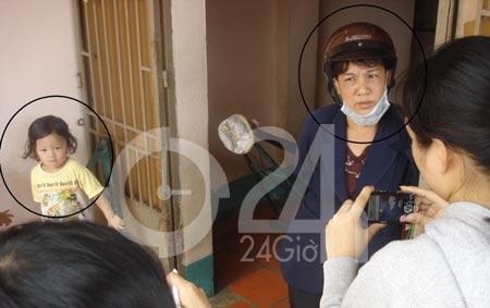 Video: Bắt giữ bảo mẫu hành hung bé gái (Tổng hợp tin HOT 24/11) - 1