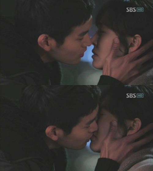 Những nụ hôn bất ngờ khép lại năm 2010 - 7