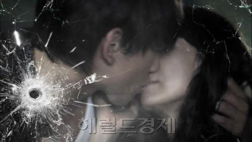 Những nụ hôn bất ngờ khép lại năm 2010 - 5