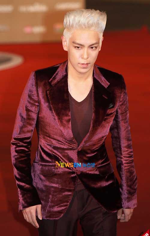 Rồng Xanh 2010: TOP nhuộm tóc bạch kim - 2