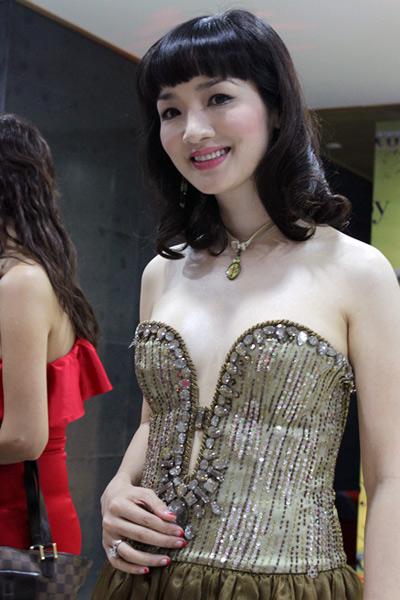 Sao Việt đẹp và chưa đẹp với váy quây ngực? - 34