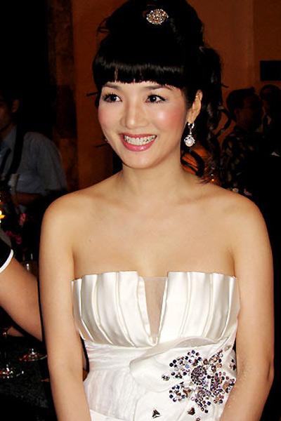 Sao Việt đẹp và chưa đẹp với váy quây ngực? - 35