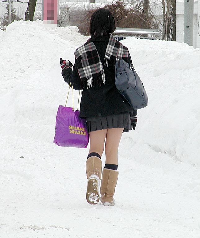 Có nên mặc váy ngắn đi làm, đi học? - 12