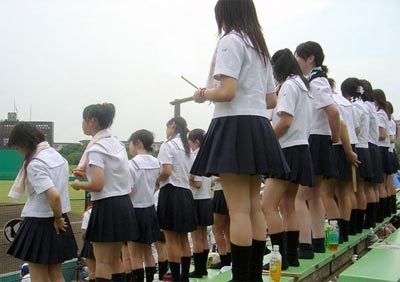 Có nên mặc váy ngắn đi làm, đi học? - 10
