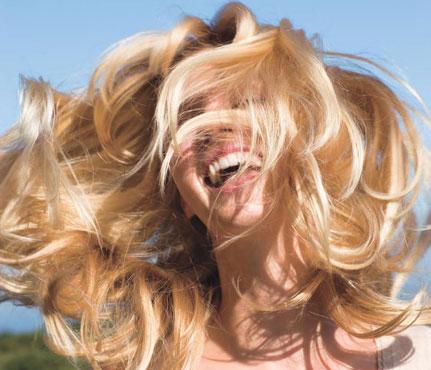 Video làm đẹp: Tạo tóc xoăn bằng keo và máy sấy - 1