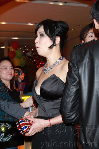 Lưu Gia Linh bị chê khoe ngực phản cảm - 6