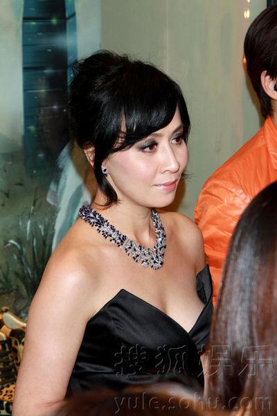 Lưu Gia Linh bị chê khoe ngực phản cảm - 5