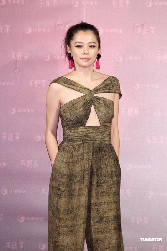 Lưu Gia Linh bị chê khoe ngực phản cảm - 11