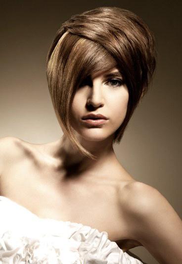 Video làm đẹp: 3 cách sấy kiểu cho tóc ngắn - 1