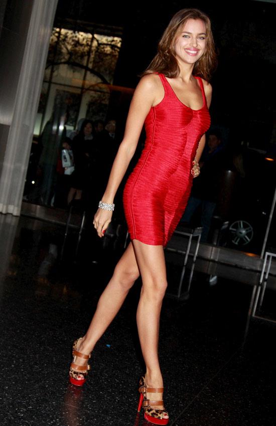 Mặc váy đỏ để gợi cảm như Sao mùa Giáng sinh - 7
