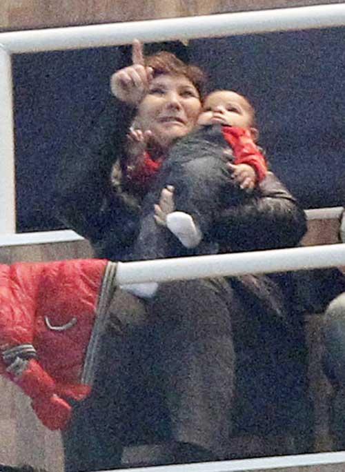 Con trai C.Ronaldo tới xem bố thi đấu - 1