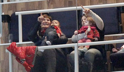 Con trai C.Ronaldo tới xem bố thi đấu - 3