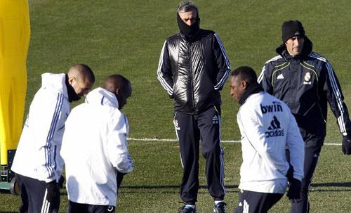 Mourinho ăn mặc kì quái (Những hình ảnh thể thao độc nhất ngày 15/12) - 3
