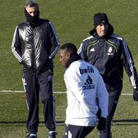 Mourinho ăn mặc kì quái (Những hình ảnh thể thao độc nhất ngày 15/12)