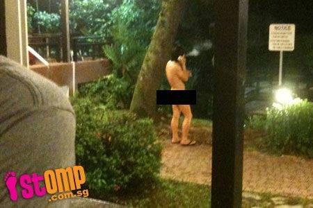"""""""Mốt"""" khỏa thân ra đường ở Singapore - 1"""