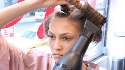 Video làm đẹp: Tạo kiểu tóc bằng máy sấy - 1