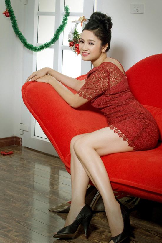 Thu Hà: Tuổi 40 vẫn tự tin diện váy ngắn - 3