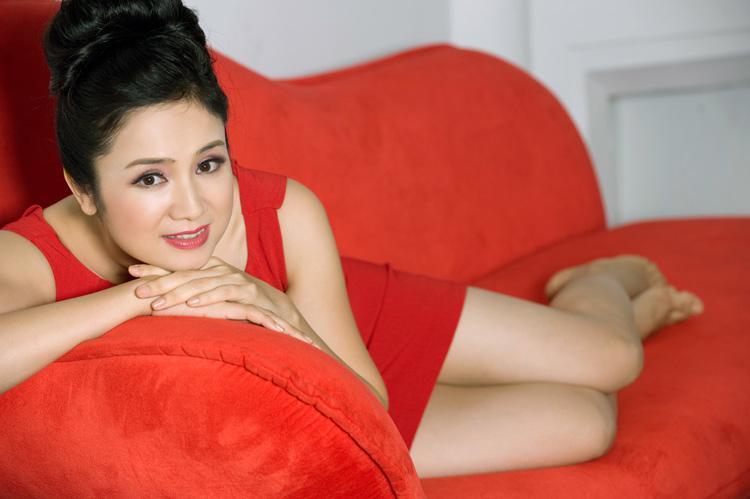 Thu Hà: Tuổi 40 vẫn tự tin diện váy ngắn - 9