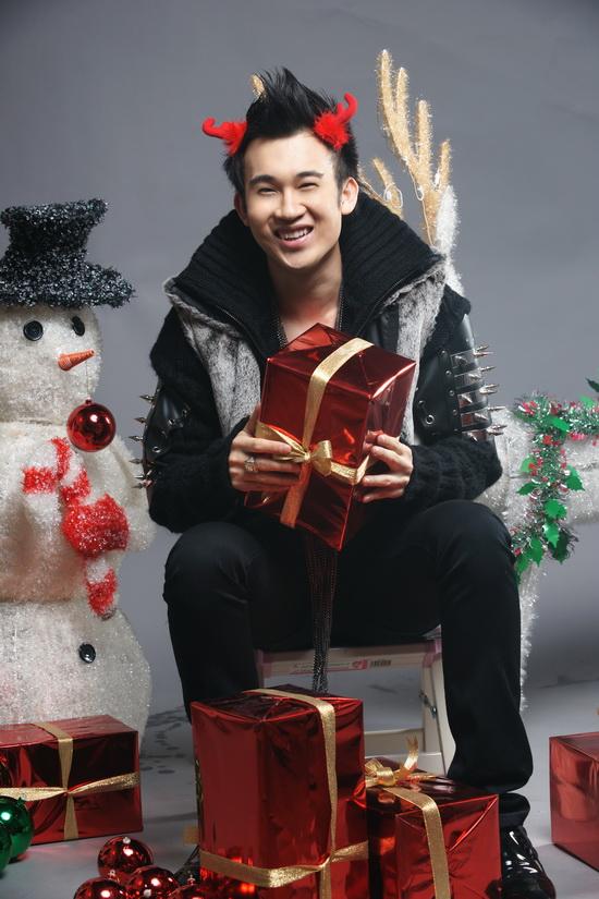 """Dương Triệu Vũ """"quậy"""" tưng bừng trong LK Noel - 7"""