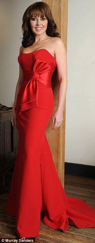 Bí quyết để 50 tuổi vẫn mặc váy bó hoàn hảo - 7