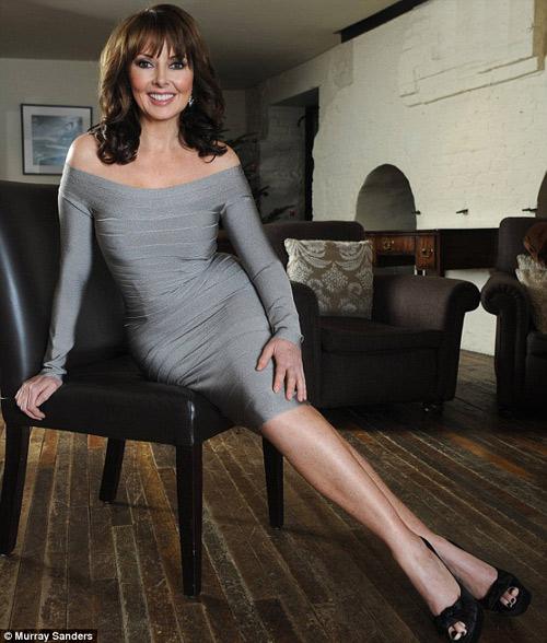 Bí quyết để 50 tuổi vẫn mặc váy bó hoàn hảo - 8
