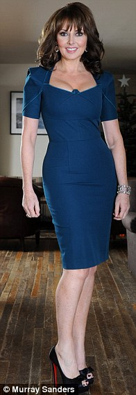 Bí quyết để 50 tuổi vẫn mặc váy bó hoàn hảo - 11