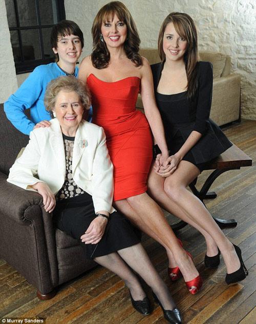 Bí quyết để 50 tuổi vẫn mặc váy bó hoàn hảo - 12