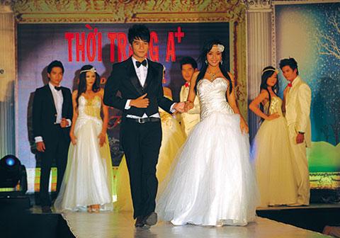 Người mẫu 12 tuổi mặc áo cưới - 8