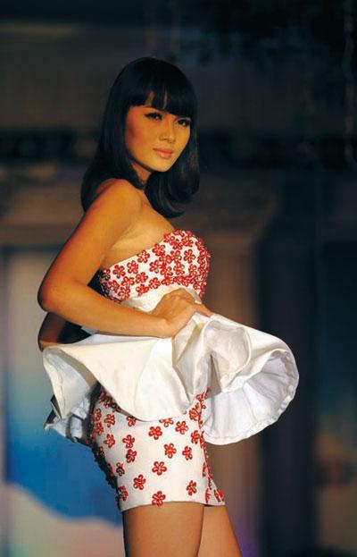 Người mẫu 12 tuổi mặc áo cưới - 9