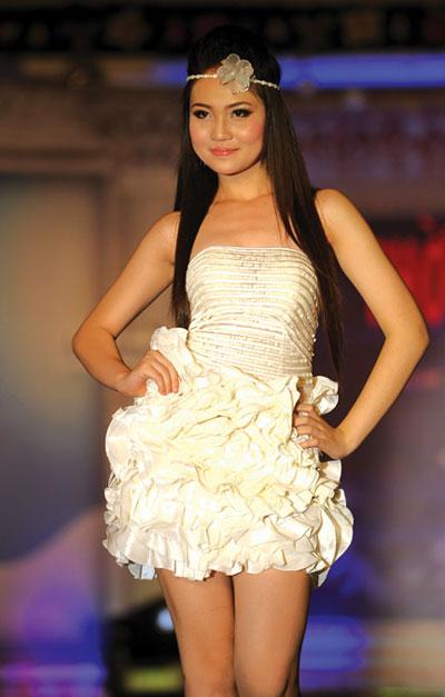 Người mẫu 12 tuổi mặc áo cưới - 10