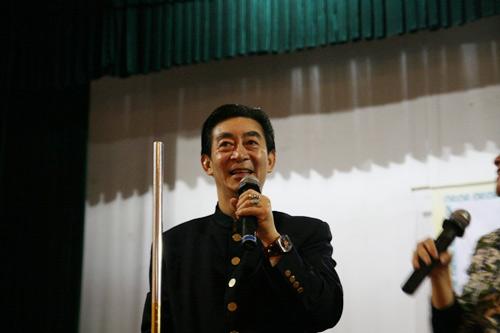 Lục Tiểu Linh Đồng múa gậy giao lưu cùng khán giả - 3