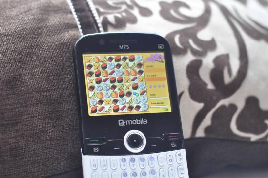 Q-mobile M75 – Cảm ứng 3G, vui không bến bờ - 6