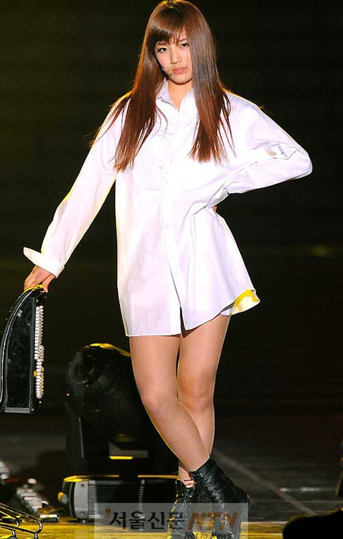 """Sao Hàn nở rộ trào lưu """"không mặc quần"""" - 4"""