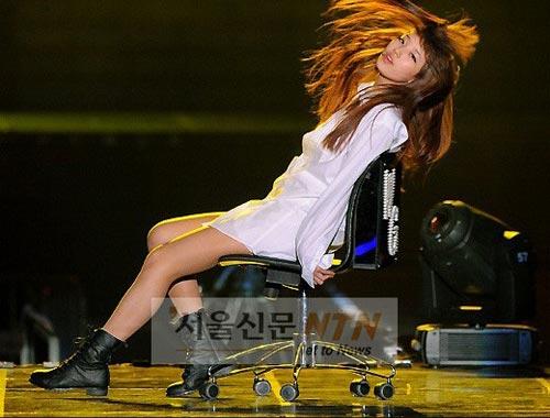 """Sao Hàn nở rộ trào lưu """"không mặc quần"""" - 6"""