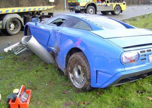 """Những vụ tai nạn xe hơi """"đắt"""" nhất thế giới - 1"""