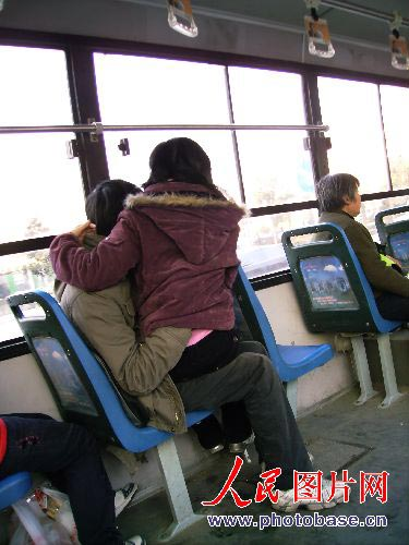 9x sàm sỡ lộ liễu trên xe bus - 1