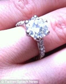Vợ trẻ của ông chủ Playboy khoe nhẫn kim cương - 3