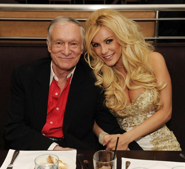 Vợ trẻ của ông chủ Playboy khoe nhẫn kim cương - 8