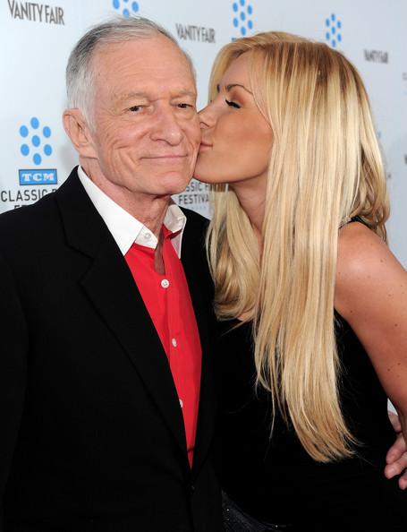 Vợ trẻ của ông chủ Playboy khoe nhẫn kim cương - 7